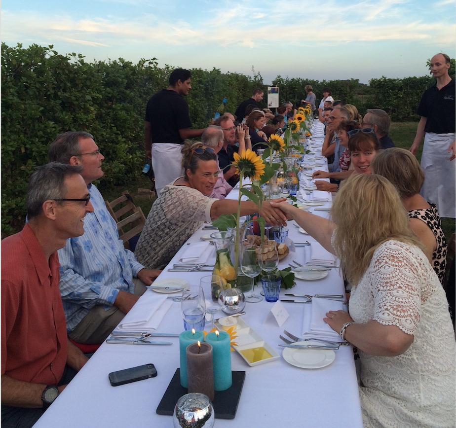 Lange Tafel Diner in de wijngaard  Betuws Wijndomein.