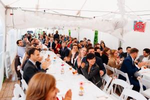 Dineren aan lange tafels tijdens je huwelijk